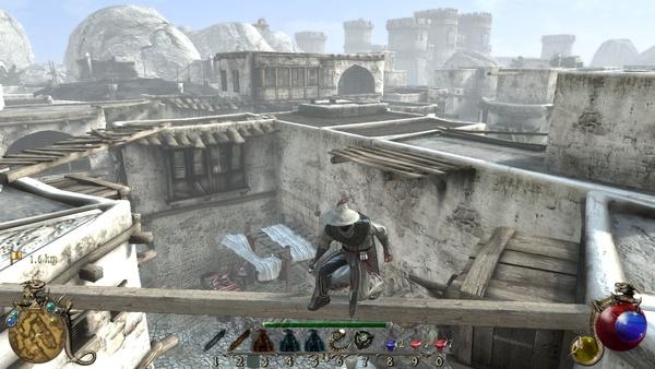 Two Worlds 2 : Die heruntergekommene Stadt Cheznaddar besteht aus ärmlichen Lehm- und Geröll-Hütten. Im Hintergrund erahnen wir die mächtigen Stadtmauern der ungleich reicheren Nachbarstadt Hatmandor.