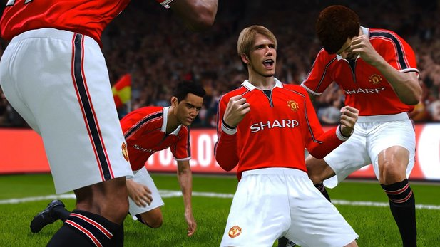 This picture is not from Football Manager 2020, but from Pro Evo. In contrast to the Football Manager, Konami has the complete ManU license.