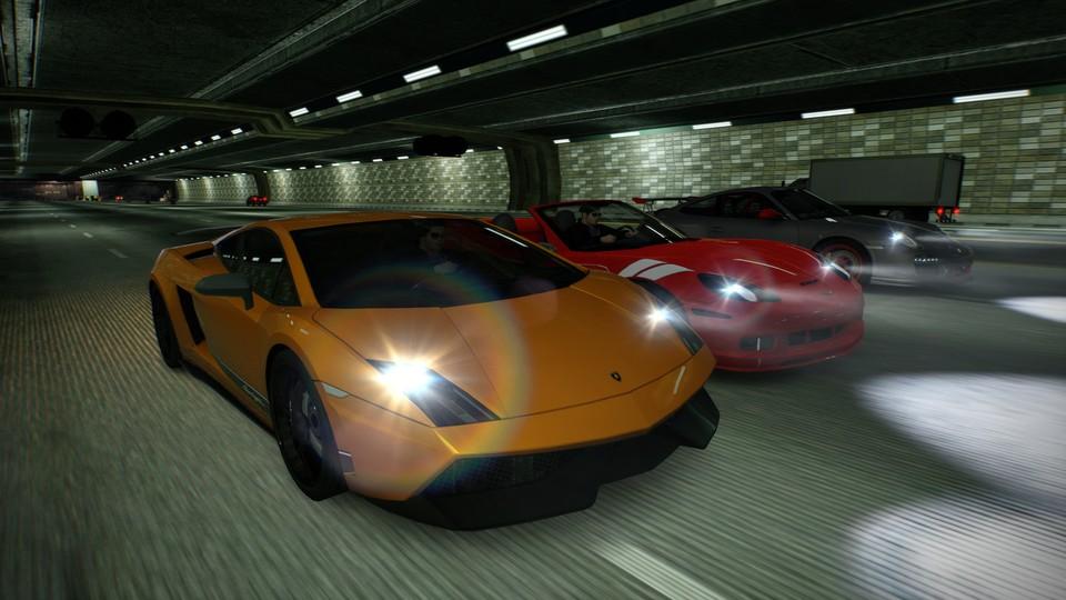 Die Autos sehen immer noch gut aus, die Fahrer sind Klone mit kleinen Details.  Viele wurden im Remaster nicht überarbeitet.